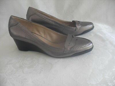 Adrienne Vittadini  Footwear Women's Wedge Pump Size: 9 B(M) US 40 EU Gold Multi Leather Footwear