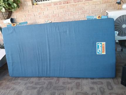 CLARK Rubber Single Bed