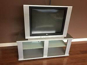 OLD style TV with stand Skye Frankston Area Preview