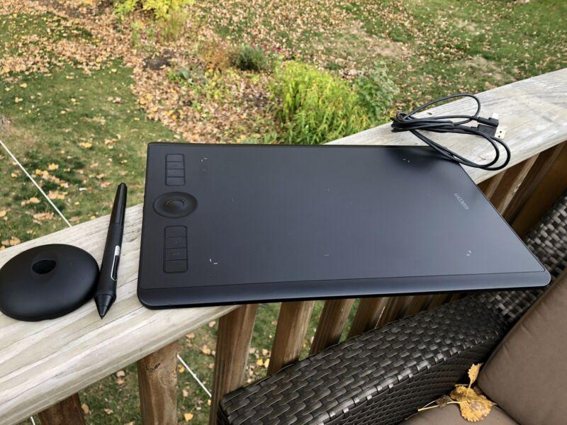 Wacom PTH660 Intuos Pro Graphic Tablet - Amazing!