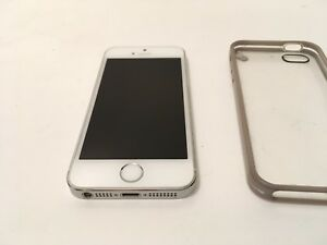 Iphone 5s 16GB w/ Case  9.9/10 condition