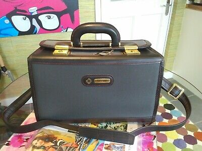SAMSONITE VANITY CASE  BLACK LEATHER EFFECT WITH GREY FABRIC GC