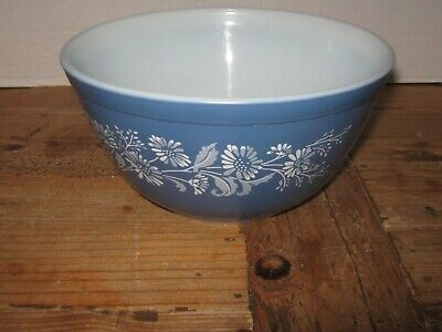 Vtg Pyrex Colonial Mist mixing Bowl with white Daisy's # 402