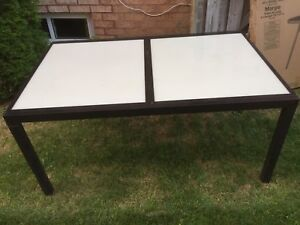 Free outdoor dining table