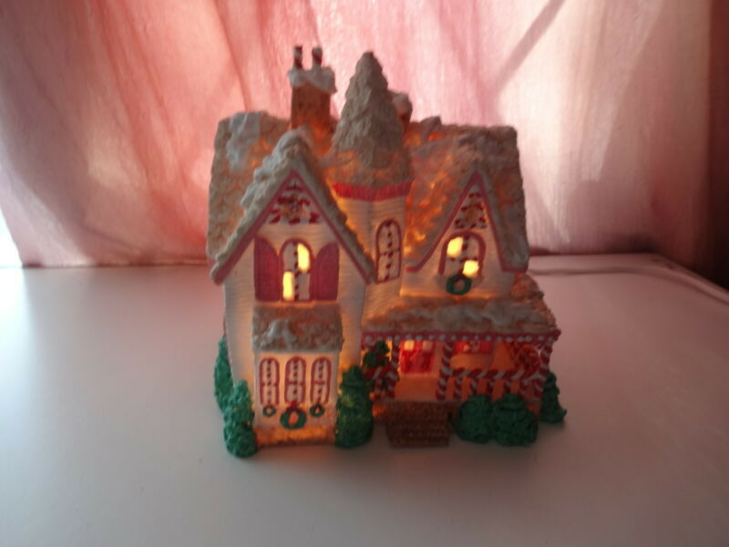 HOUSE OF LLOYD Xmas Gingerbread Pastel Pink Porcelain Lighted Village House RARE