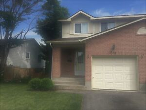 CONVENIENTLY LOCATED FAMILY HOME! 968 Killarney Cres.