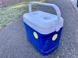 2 esky for sell $10 pending