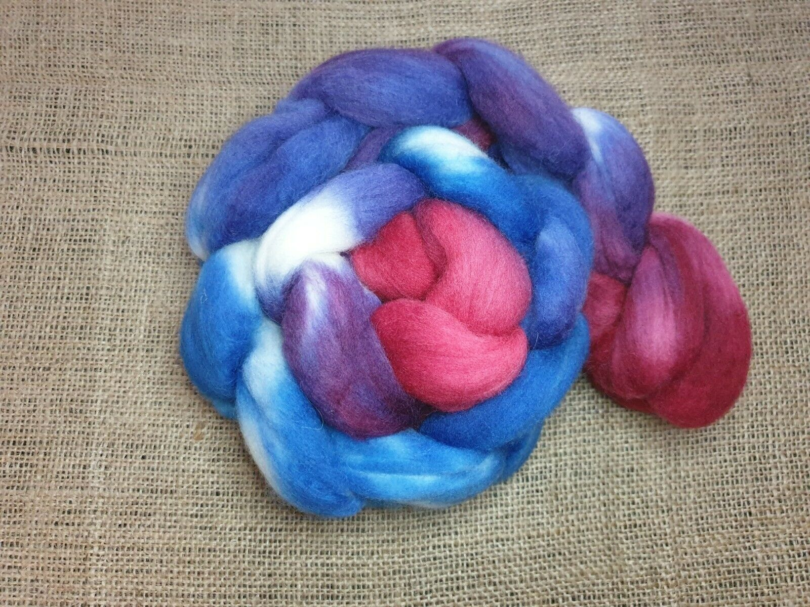 как выглядит Hand dyed Merino roving, wool top, 100 g, ORIENTAL фото