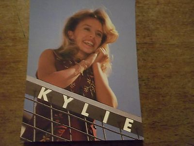 1 KYLIE MINOGUE - POP CARD- APPROX 4 X 6 INCHES- AS NEW