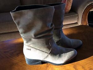 Women's Cougar Size 9 boots