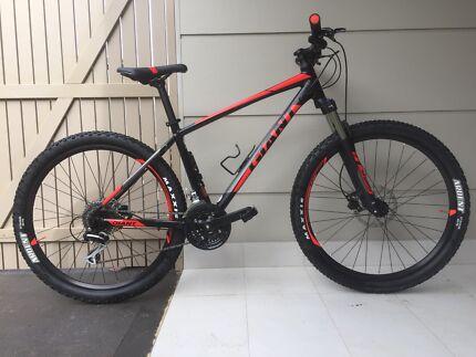 2018 Giant Talon 3 mountain bike. 27.5