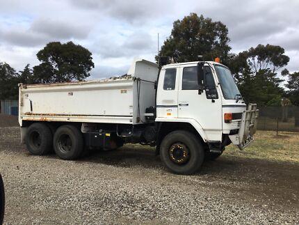 Isuzu tipper Truck for sale
