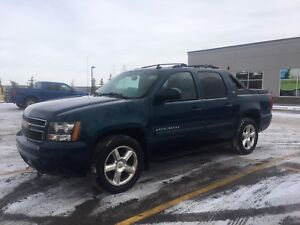 2007 Chevy Avalanche LTZ - REMOTE START, REAR DVD!