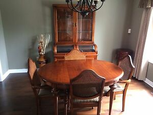 STRATHROY CHERRY DINING SET