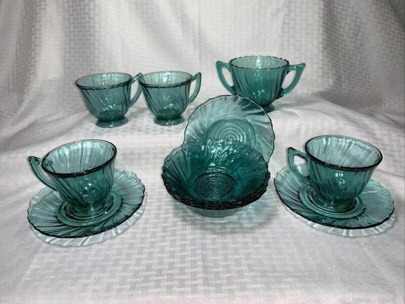 Vtg Ultramarine Jeannette Swirl depression glass 4Cups/2Saucers/4bowls/1sugar