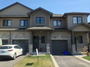 LOVELY 3 BED TOWNHOME IN AMHERSTVIEW! 134 Simurda Court