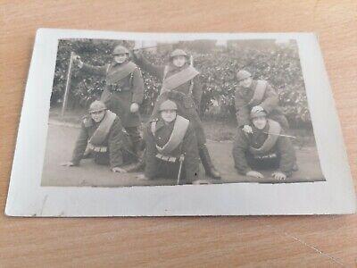 old photo carte postale -  militaire en pose