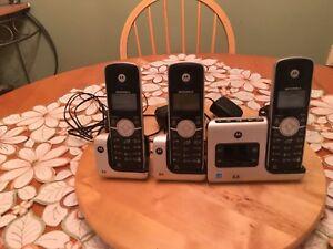 Motorola 3-handset cordless phone with answering machine