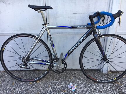 TREK ROAD BIKE IN EXCELLENT CONDITION