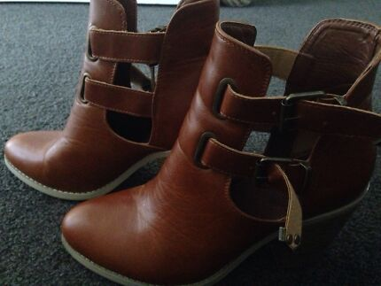 Ladies boots  Banks Tuggeranong Preview
