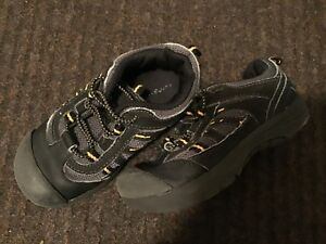 GEORGE BRAND - SIZE 9 - PULL ON BLACK RUNNING SHOE