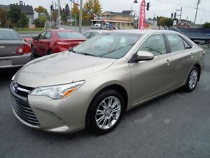 2015 Toyota Camry LE,25 600KM