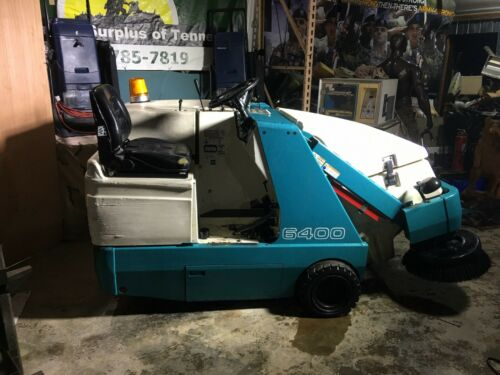 """Tennant 6400 """"Gas"""" Ride On Floor Sweeper Vacuum 2110 hrs. """"N0-SHIPPING"""""""