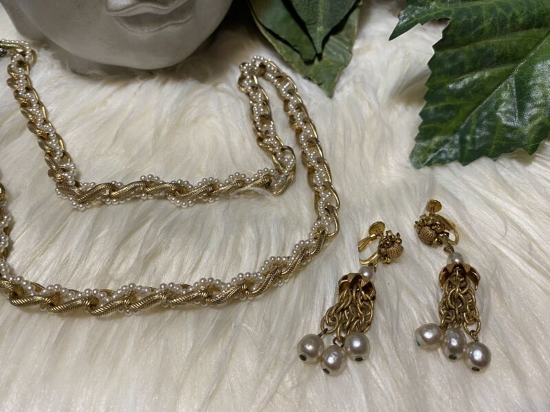 Miriam Haskell Pearl Necklace And Long Earrings!!! A12