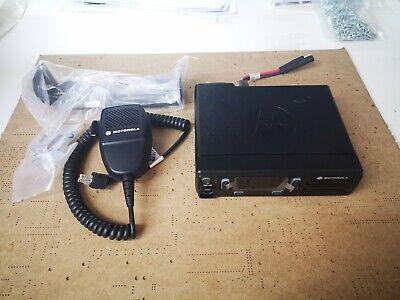 Motorola DM1400 UHF 70CM 2 Way Radio With Handheld Microphone PMR MDM01QNC9JC2AN
