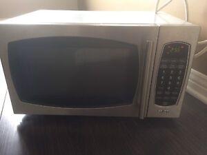Micro-onde a vendre 50$