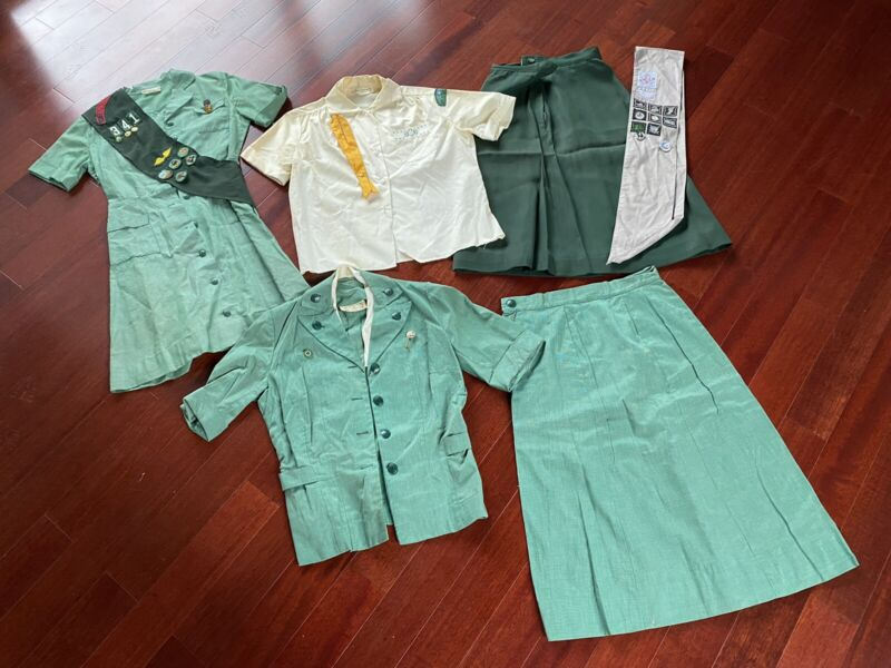 Vintage Girl Scout Brownie uniform 1960s 1970s lot patches Skirt Shirt Troop