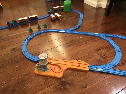 Tomy - Thomas the Tank Engine train set including working trains