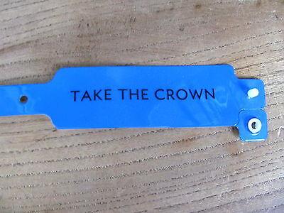 ROBBIE WILLIAMS TAKE THE CROWN TOUR 2013 GOLD CIRCLE WRISTBAND TAKE THAT BLUE