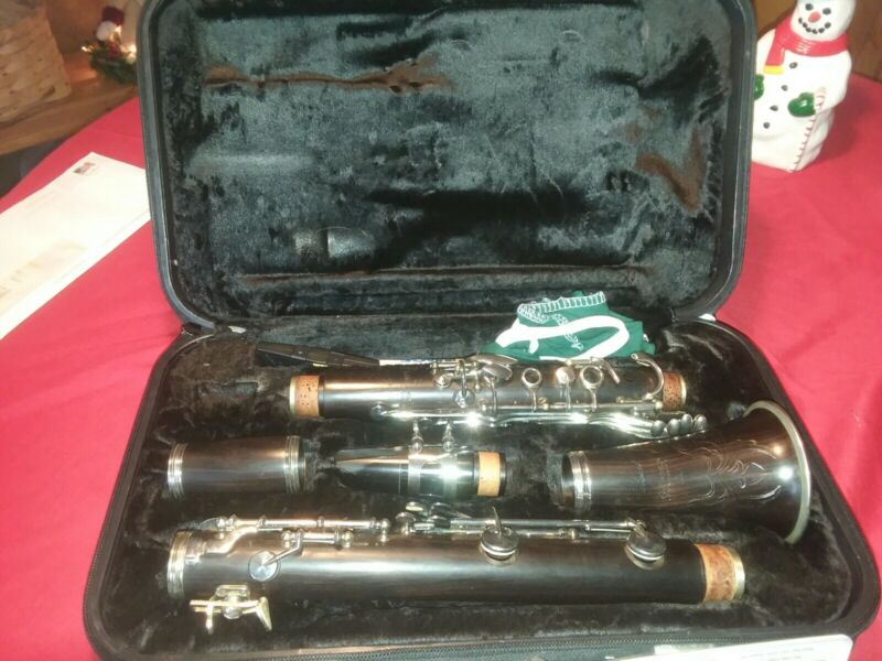 Signet Soloist by Selmer Woodwind Clarinet used 1.5 years in concert band