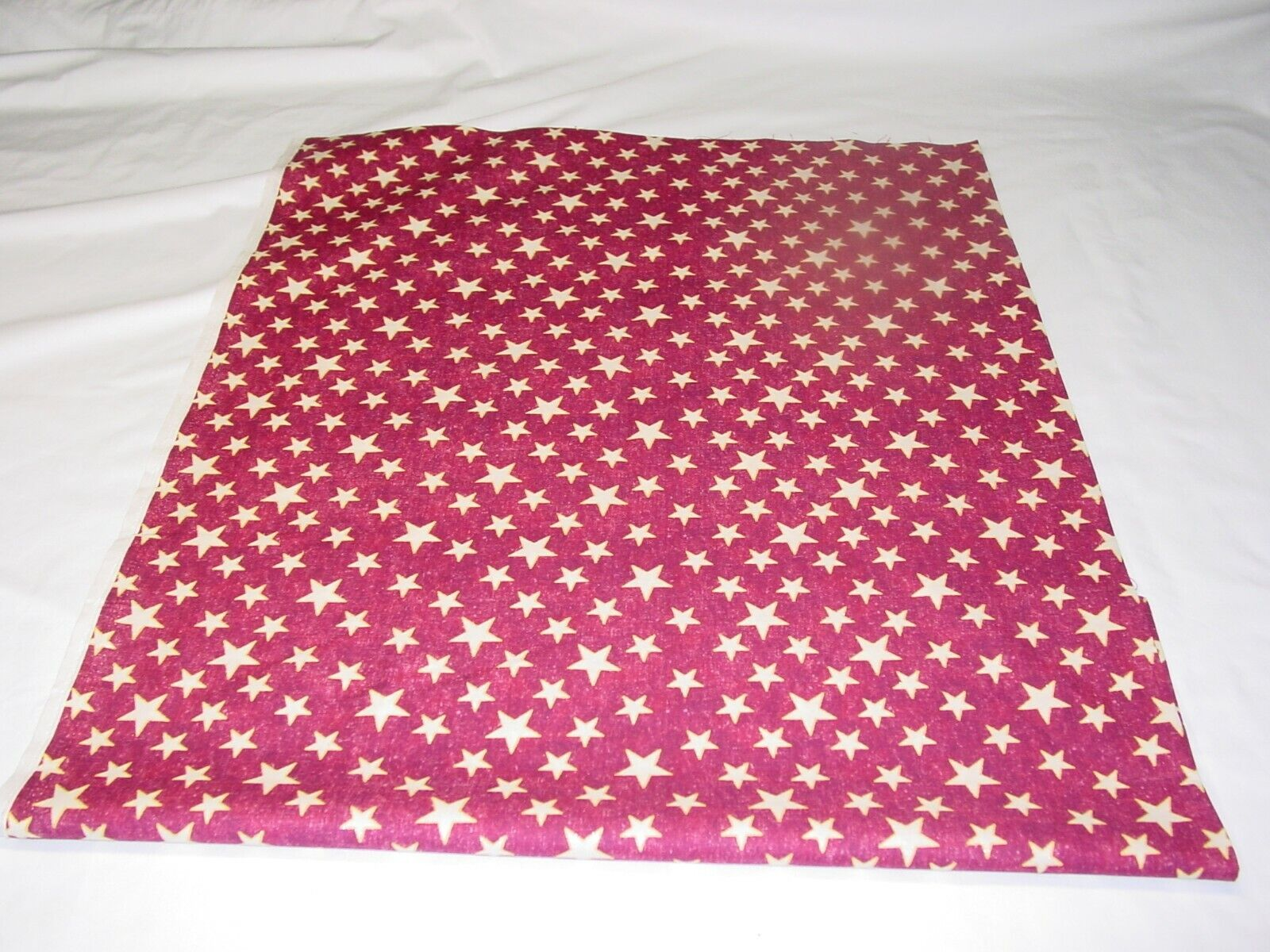 STARS RED WITH GLITTERS FABRIC REMNANTS 100 COTTON LENGTH 32 X W 42  - $9.50