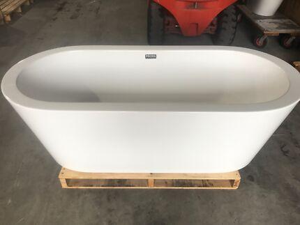 """Cool"" 1800 free standing bath - decina"