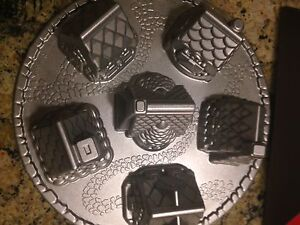 VILLAGE CAKE PAN