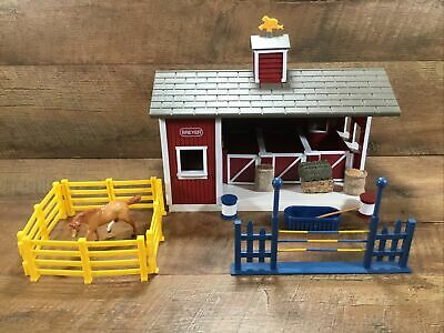 Breyer Stablemates Red Stable Set Barn & Accessories with Horse