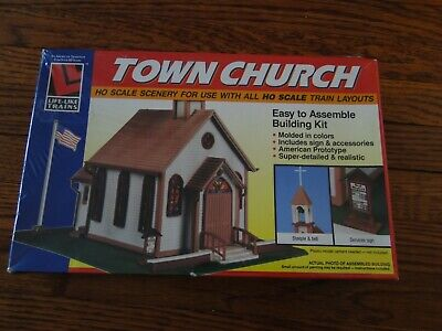 Yown Church building easy to assemble Christmas train set display