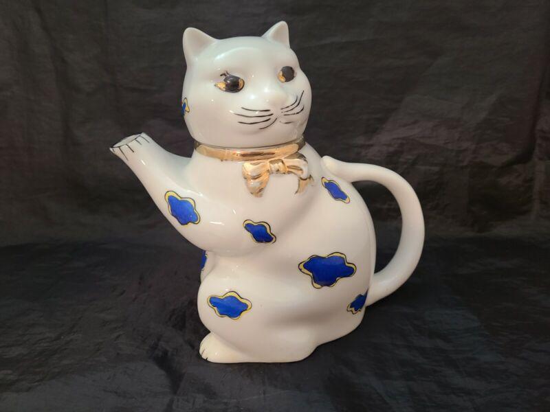 """Vtg Old Castle Blue/White Hand Painted Ceramic Cat Tea Pot Japan 8"""" H x 8.5"""" W"""
