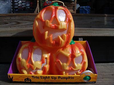HALLOWEEN TRIO MUSICAL LIGHT UP PUMPKINS PLAYS WITCH DOCTOR NEW  (Halloween Music Witch Doctor)