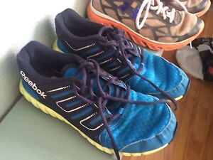 BOYS SZ 5 running shoes $5.00 each Windsor Region Ontario image 4