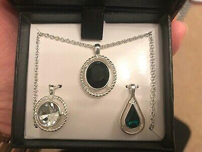 Avon - Ella Wardrobe Set - Necklace With 3 Pendants & 3 Pairs Of Earrings segunda mano  Embacar hacia Spain