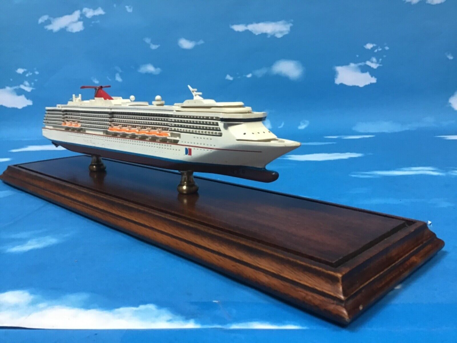 CARNIVAL LEGEND CLASS SIZE 20 APPROX SCALE 1 100 APPROX NO PLAQUE NAME - $220.00