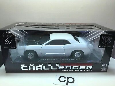 HIGHWAY 61 CHALLENGER WHITE CONCEPT SUPER STOCK 1:18