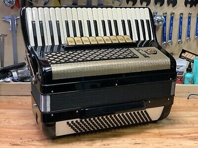 SCANDALLI ACCORDION 9 Registers 41 Keys 120 Bass