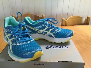 ASIC cross trainer sports shoes - Size 37  /  6 worn  once as new! Yeerongpilly Brisbane South West Preview