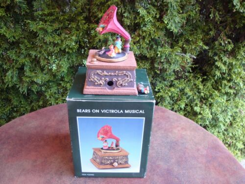 """Bears on Victrola Musical Music Box Plays """"Memory"""" by Pacific Rim #33982"""