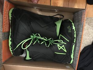 Thirtytwo Lashed size 11 snowboard boots NEED GONE