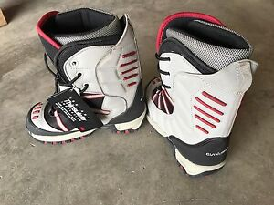 Snowboarding boots (no bindings) size Jr 3 - New